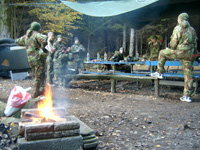 Warbergs Paintball Park grillning vid ute camp.